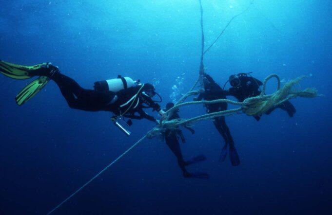 Divers Decompressing