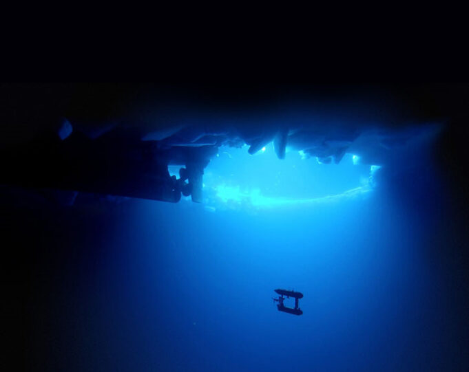 Underwater robot maps sea ice
